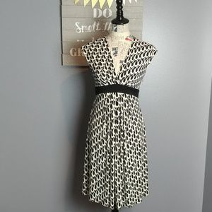 Cap sleeve - black & white dress